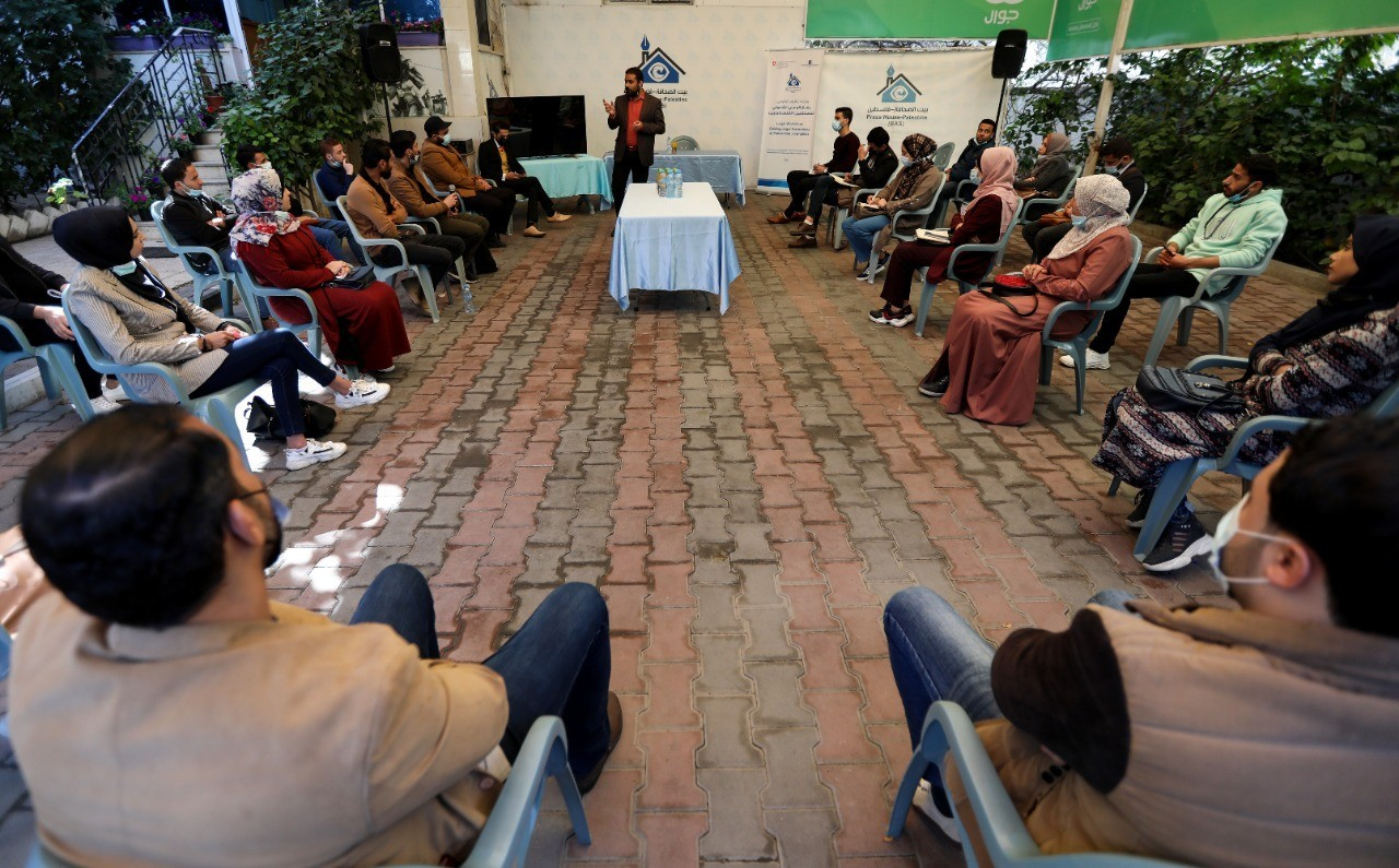 """Press House organizes a legal awareness workshop on the topic of """"Publishing Photos & Records in Light of Palestinian Law"""""""