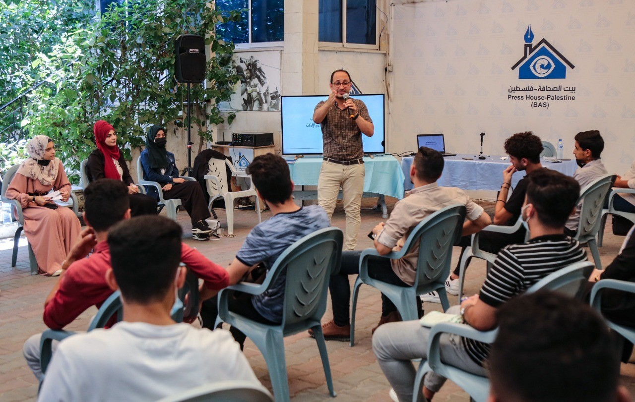 """Al Mufakirin (Media Intellectuals Group) holds a workshop on """"How to Use Sound Layers"""" at Press House"""
